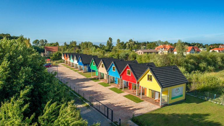 Drewniane domki nad morzem w Gąskach - Kolorowe Domki
